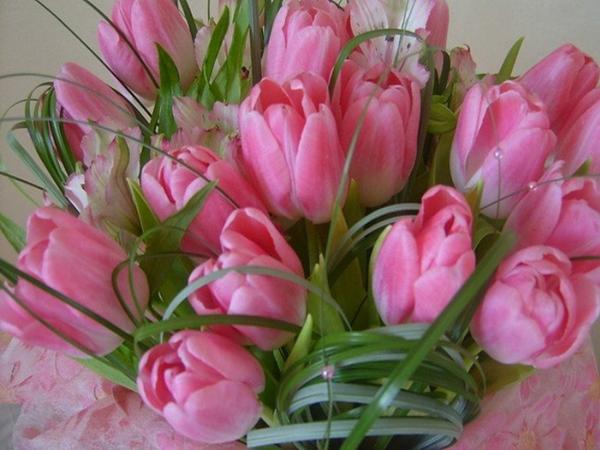 Море цветов для вас дорогие женщины